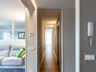 Reforma Integral de Vivienda Pasillos, vestíbulos y escaleras de estilo minimalista de TALLER VERTICAL Arquitectura + Interiorismo Minimalista