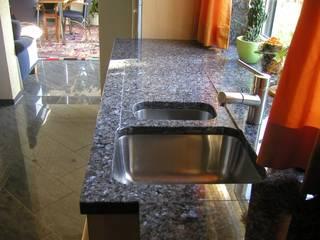 Granit Marmor und Naturstein für Haus und Garten:  Küche von Natursteindesign Rompf