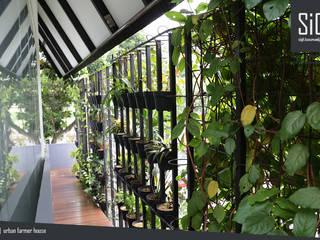 sigit.kusumawijaya | architect & urbandesigner Minimalist corridor, hallway & stairs Iron/Steel Black