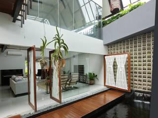 sigit.kusumawijaya | architect & urbandesigner Living room Wood Brown