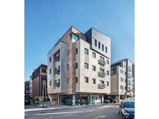 Casas multifamiliares de estilo  por 제이에이치와이 건축사사무소