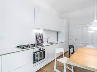 Beratung Altbausanierung, Einrichtungsplanung, Innenraumgestaltung für eine 5 Zi. Altbauwohnung von BANDYOPADHYAY interior Modern