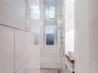 Beratung Altbausanierung, Einrichtungsplanung, Innenraumgestaltung für eine 5 Zi. Altbauwohnung Moderne Badezimmer von BANDYOPADHYAY interior Modern