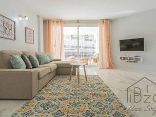 Salas de estar mediterrâneas por ROX & IRE IBIZA SL Mediterrâneo