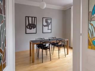 Interior Design Wohn-/Esszimmer: skandinavische Esszimmer von BANDYOPADHYAY interior