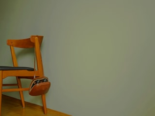 Farbauswahl Schlafzimmer: skandinavische Schlafzimmer von BANDYOPADHYAY interior