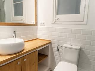 LaBoqueria Taller d'Arquitectura i Disseny Industrial BathroomSinks Wood White