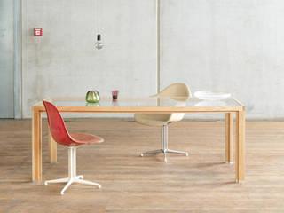 Büroeinrichtung, Konferenztisch:  Bürogebäude von BANDYOPADHYAY interior