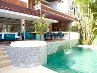 Rustic style balcony, veranda & terrace by Ornella Lenci Arquitetura Rustic