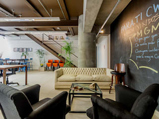 Industrial style study/office by Ornella Lenci Arquitetura Industrial