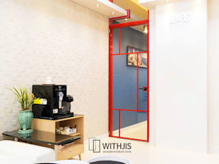 빨간 현관중문: WITHJIS(위드지스)의  문