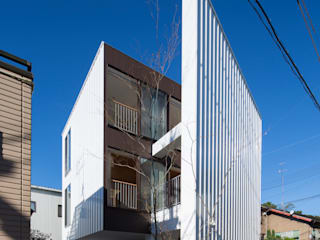 空にひらく: TRANSTYLE architectsが手掛けた一戸建て住宅です。