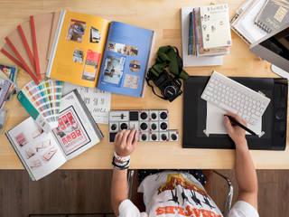Ronn Residence 平面設計師的家:  書房/辦公室 by Studio In2 深活生活設計