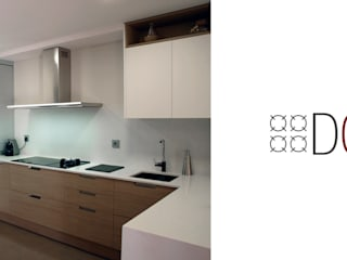 Un cambio radical, cocina semi-abierta Cocinas de estilo moderno de Estudi deCuina Moderno