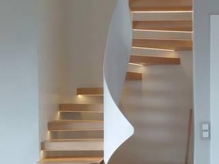 Escalera de diseño: Escaleras de estilo  de Escaldecor C.B.