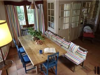 Comedor de estilo rural en una casa de campo en Segovia.:  de estilo  de RR Estudio Interiorismo
