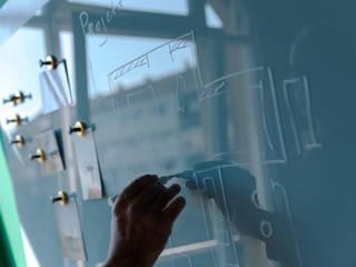 Büroplanung für agiles und inspirierendes Arbeiten:  Bürogebäude von BANDYOPADHYAY interior