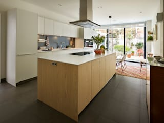 Kitchen Dining の Kitchen Architecture モダン