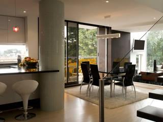 PENT HOUSE RUIZ-PEREZ: Cocinas de estilo  por RIVAL Arquitectos  S.A.S.
