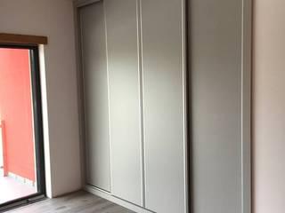 Cozicentro Lda BedroomWardrobes & closets MDF Grey