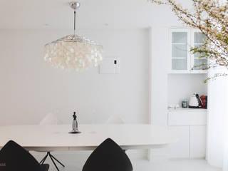 B house 비하우스 Klassische Esszimmer Weiß