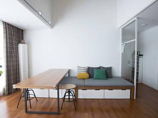 가족의 개성을 담은 거울 같은 집_광교한양수자인인테리어 에클레틱 거실 by homify 에클레틱 (Eclectic)