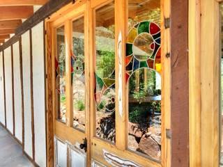 Ventanas de madera - Vitrales Mosaico: Casas de estilo rústico por Construyendo Reciclando