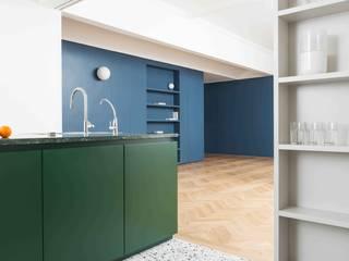 Cocinas de estilo moderno de studio wok Moderno