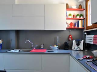 Fil Rouge: Cucina attrezzata in stile  di BAGUA