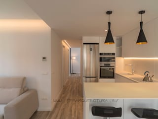 Acceso a Sala de Estar Comedor Cocina: Cocinas integrales de estilo  de FPM Arquitectura