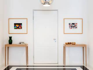 Pasillos, vestíbulos y escaleras modernos de studio wok Moderno