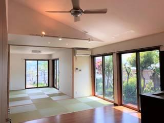 B house: トラス・アーキテクト株式会社が手掛けた和室です。,モダン