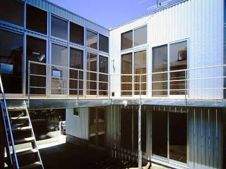 鵠沼海岸 光と風の家: ミナトデザイン1級建築士事務所が手掛けた木造住宅です。