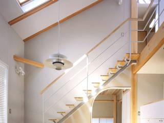 横浜 大黒柱の家: ミナトデザイン1級建築士事務所が手掛けたリビングです。