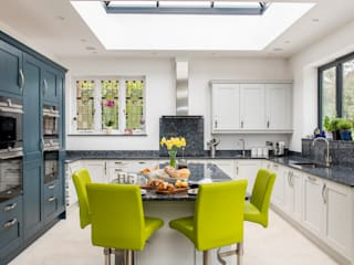 Mr & Mrs A, Camberley Raycross Interiors Built-in kitchens Blue