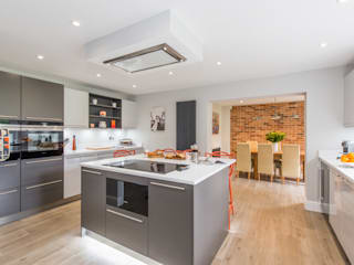 Mr & Mrs A-C, Ottershaw par Raycross Interiors Moderne