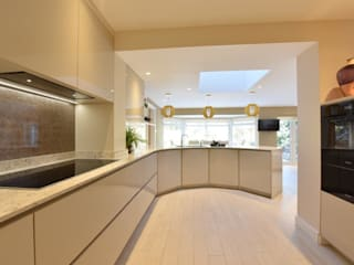 Mr & Mrs Rose:  Built-in kitchens by Diane Berry Kitchens