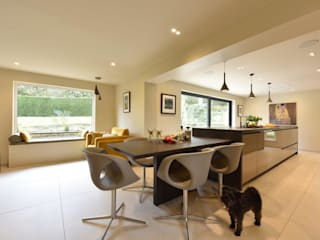 Mr & Mrs Douthwaite:  Built-in kitchens by Diane Berry Kitchens
