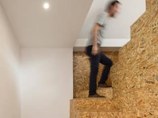 FERREIRARQUITETOS Stairs OSB Wood effect