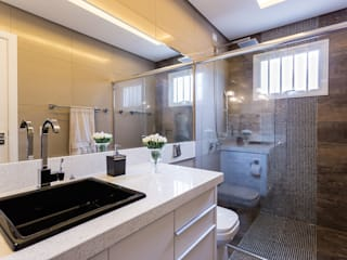 Banheiro Para ser Confortável.: Banheiros  por Mais Art & Design,