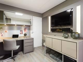 Home Office Versátil: Escritórios  por Mais Art & Design,