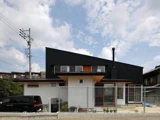見る角度によって異なる表情を楽しめる外観: kisetsuが手掛けた家です。