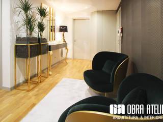 Projeto decoração de interiores - Parque das Nações: Corredores e halls de entrada  por OBRA ATELIER - Arquitetura & Interiores