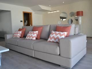 Sala com zona de estar e de jantar - Estilo clean, em tons neutros e apontamentos em coral Salas de estar modernas por Victor Bertier Design Moderno