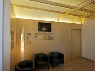 Lo spazio con un mobile:  in stile  di Daniele Arcomano