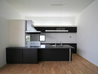 Cocinas de estilo minimalista de 石川淳建築設計事務所 Minimalista