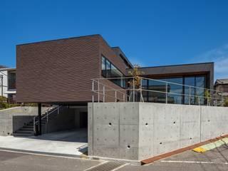 高低差のある敷地: (株)建築デザイン研究所が手掛けた家です。