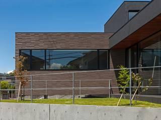庭を見る: (株)建築デザイン研究所が手掛けた庭です。