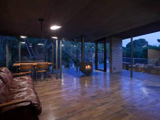 開放感のあるリビング: (株)建築デザイン研究所が手掛けたリビングです。