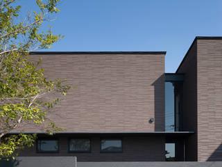 ファサードを見る: (株)建築デザイン研究所が手掛けた家です。